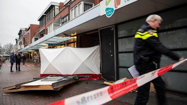 Politie start zoektocht naar daders plofkraak in Utrecht