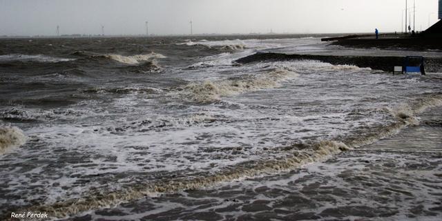 KNMI waarschuwt voor zware westerstorm langs de kust op woensdag