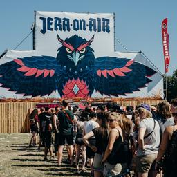 Architects zeggen show op Jera On Air af uit onvrede over festivalposter