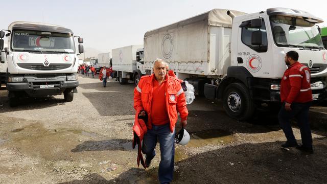 Hulpkonvooi arriveert in Oost-Ghouta, Syrisch leger rukt verder op