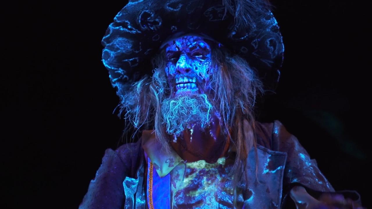 Bekijk de vernieuwde attractie van Pirates of the Carribean in Disneyland