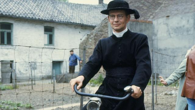 Jo De Meyere als kapelaan Erik Odekerke in Dagboek van een herdershond.