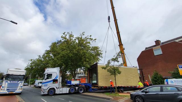 Verhuizing containerwoningen van Sumatrastraat naar Verdamstraat gestart