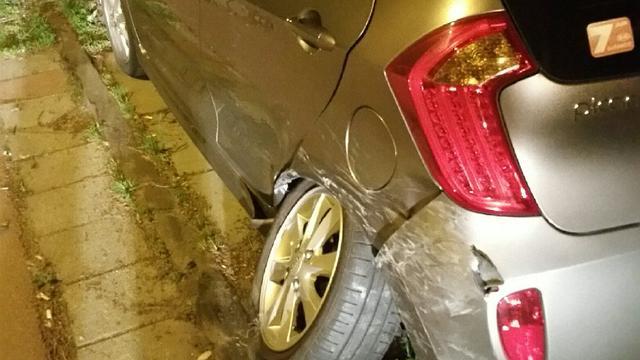 Dronken bestuurder ramt geparkeerde auto