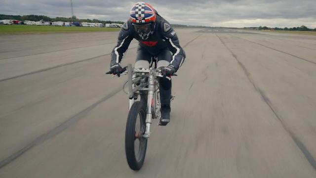 Fietser haalt snelheid van 240 kilometer per uur