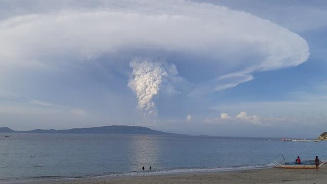 Filipijnse experts verlagen gevaarniveau voor vulkaan Taal