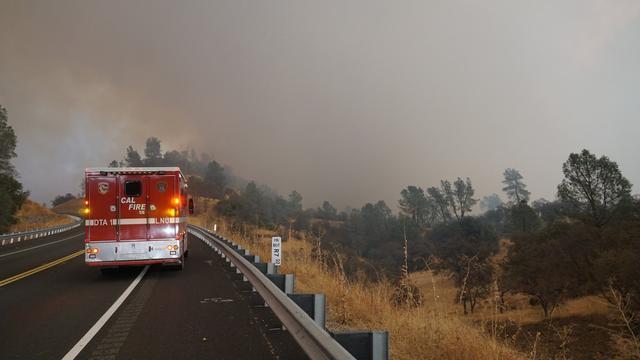 Tienduizenden evacuaties om snel uitbreidende natuurbrand in Californië