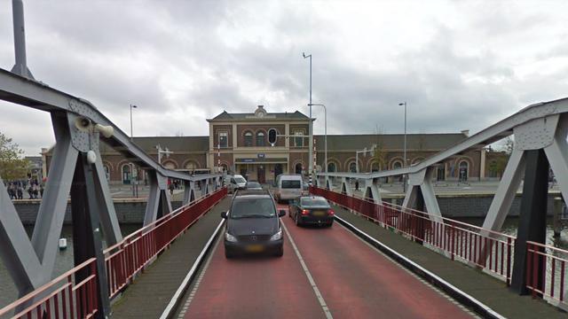 Stationsbrug in Middelburg tijdelijk verplaatst voor renovatie
