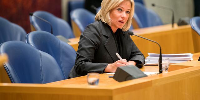Minister Hennis trekt boetekleed aan in Mali-debat