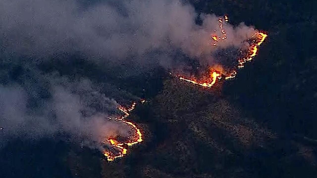 Vuur verplaatst zich snel bij bosbrand in Californië