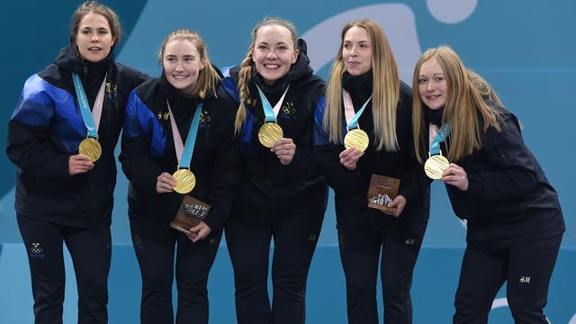 Zweedse curlsters veroveren olympische titel, goud voor Duitse viermansbob