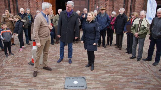 Gedenktegel voor de 'Parel van Burgerhout'