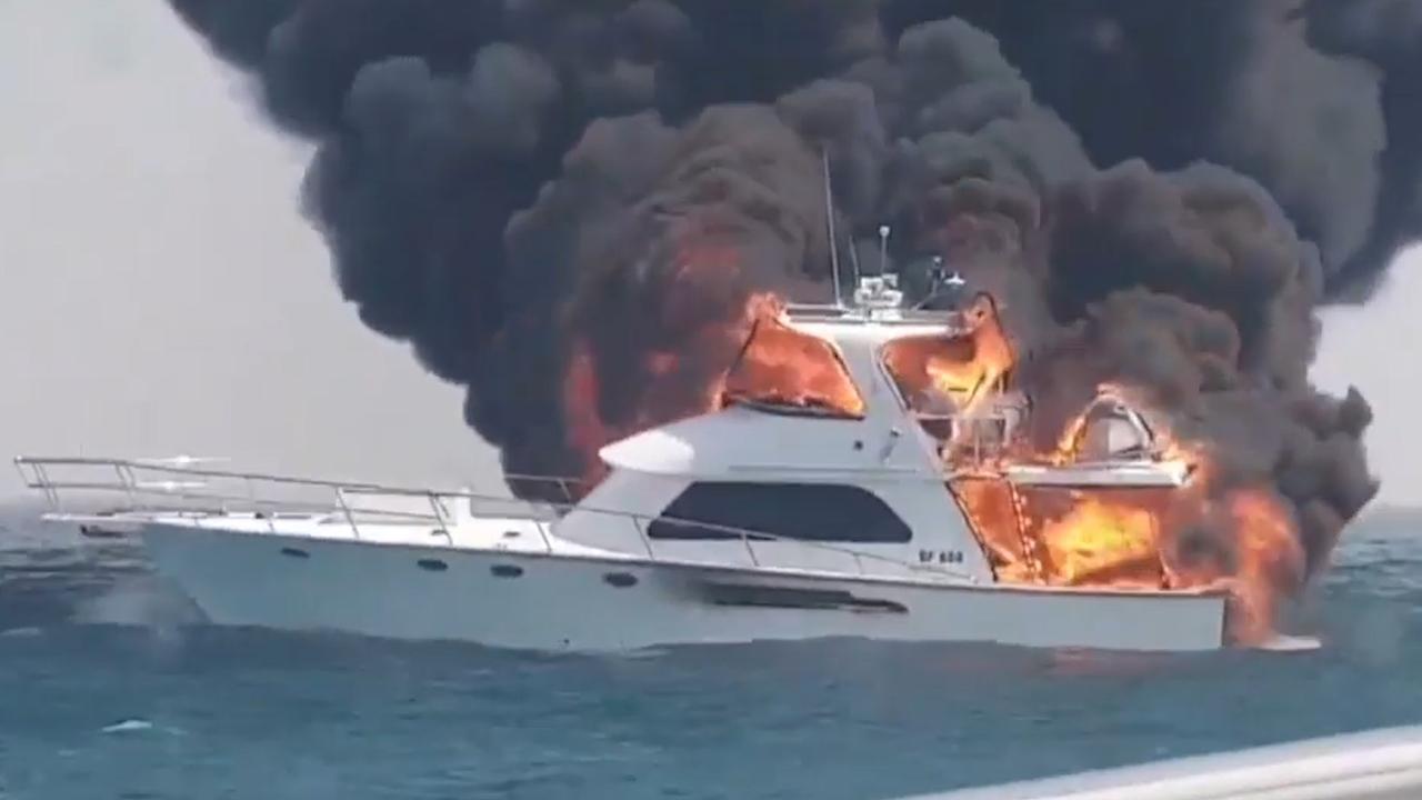 Australiërs ontsnappen aan dood als boot in vlammen opgaat