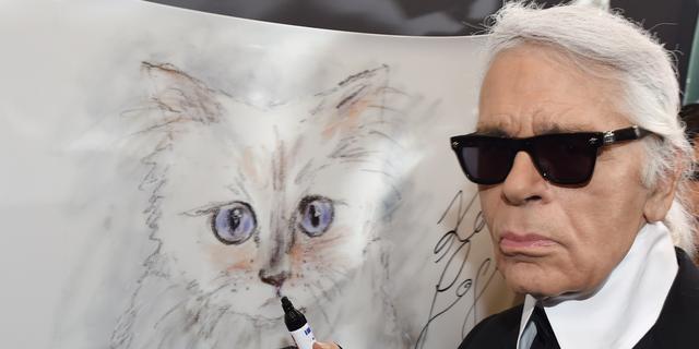 Kat van overleden Karl Lagerfeld lanceert kledinglijn #RIPDaddy