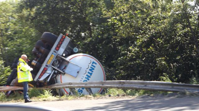 Tankwagen gekanteld op A7 bij Marum
