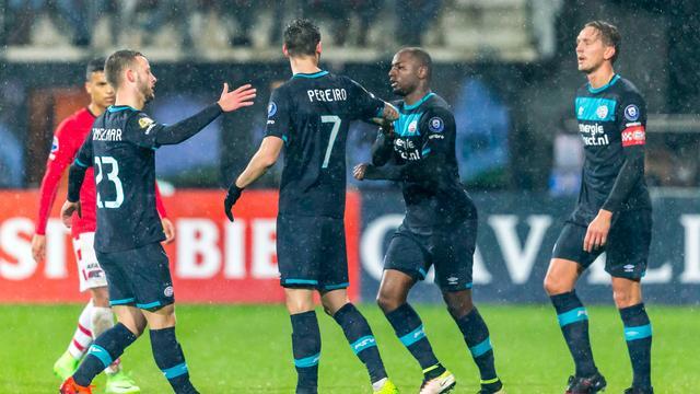 PSV verbetert clubrecord met simpele overwinning op AZ