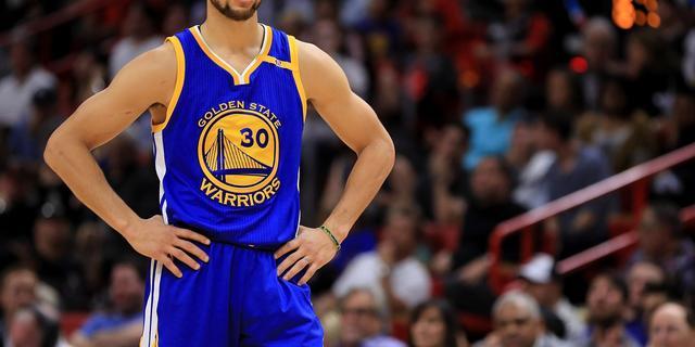 Curry blinkt uit voor Warriors met 43 punten tegen Clippers