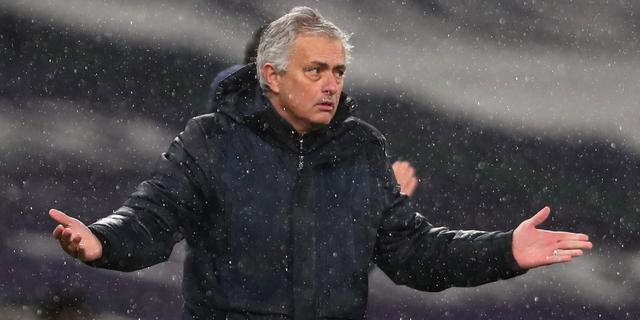 Chelsea maakt in kletsnatte derby einde aan indrukwekkende reeks Mourinho