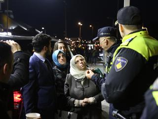 'Auto Turkse minister omsingeld door zwaarbewapende agenten'