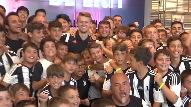 Juventus-fans scanderen naam van De Ligt tijdens 'meet-and-greet'