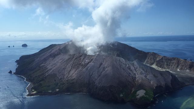 Vijf doden na uitbarsting vulkaan Nieuw-Zeeland, reddingsoperatie lastig