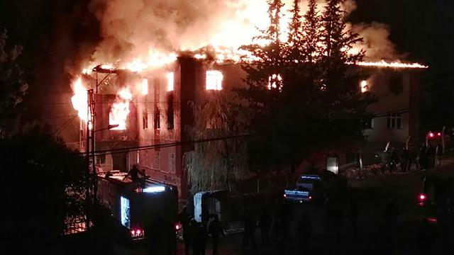 Tienermeisjes komen om het leven bij brand op slaapzaal Turkije