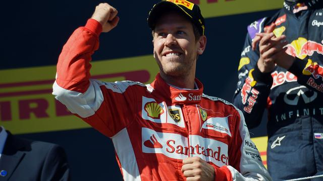 Vettel gelooft na zege in Hongarije nog in wereldtitel