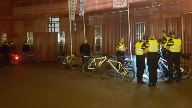 Meerdere boetes uitgedeeld op Stadhuisbrug na korte politieactie