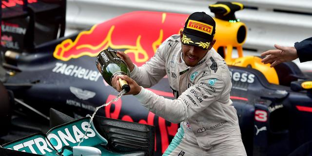 Hamilton denkt na eerste zege nog niet aan wereldtitel