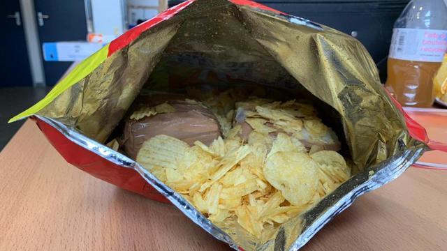 De desbetreffende zak chips.