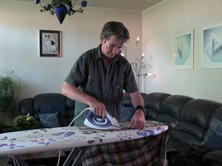 Het thermoshirt van Nick heeft wel een heel bijzondere print sinds zijn vader het voor hem waste en streek. In deze video vertelt vader Johan zijn bijzondere verhaal.