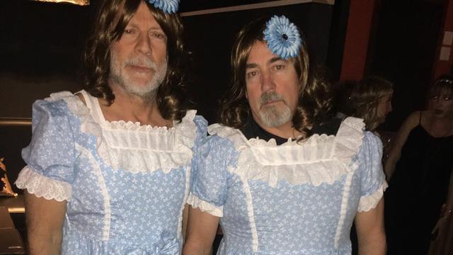 Halloweenoverzicht: Bruce Willis als The Shining-tweeling en Kim is Cher