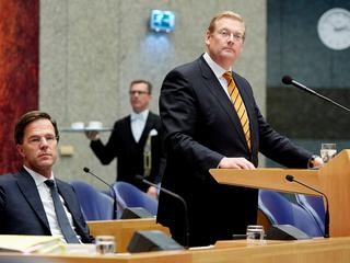 Minister onder vuur in debat over Teeven-deal