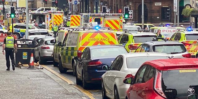Zes gewonden bij steekpartij in Glasgow, dader neergeschoten