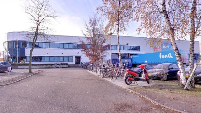 Bedrijfspand aan Kobaltweg ontruimd na onwel worden postbezorger
