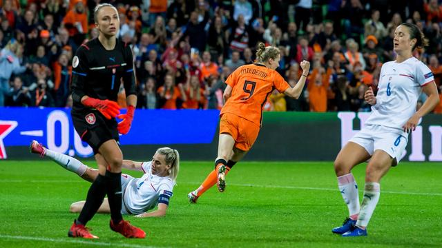 Vivianne Miedema redde een punt voor de Oranjevrouwen.