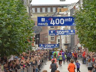 Deel stad alleen te bereiken via Herewegviaduct en loopbrug Zuiderdiep