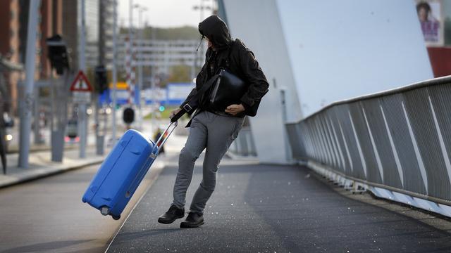 media.nu.nl/m/8hhxe0wa3qt1_wd640.jpg/officieel-sprake-van-herfststorm-windkracht-9-gemeten-in-ijmuiden.jpg