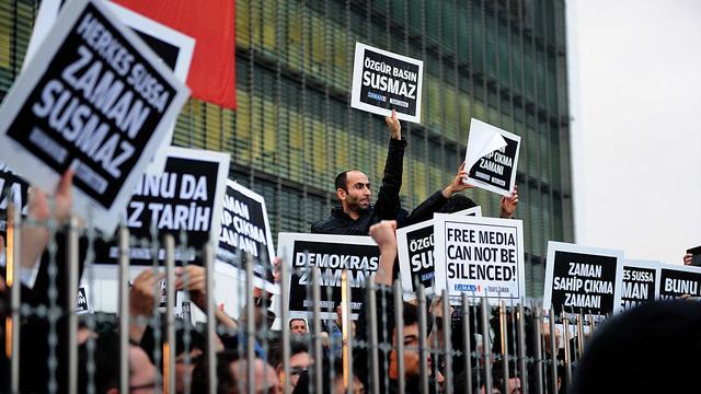 Turkse krant Zaman na ontslag hoofdredacteur lovend over Erdogan