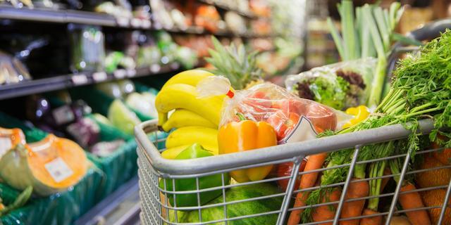 Eindhoven controleert supermarkten op coronaregels door feestdagendrukte
