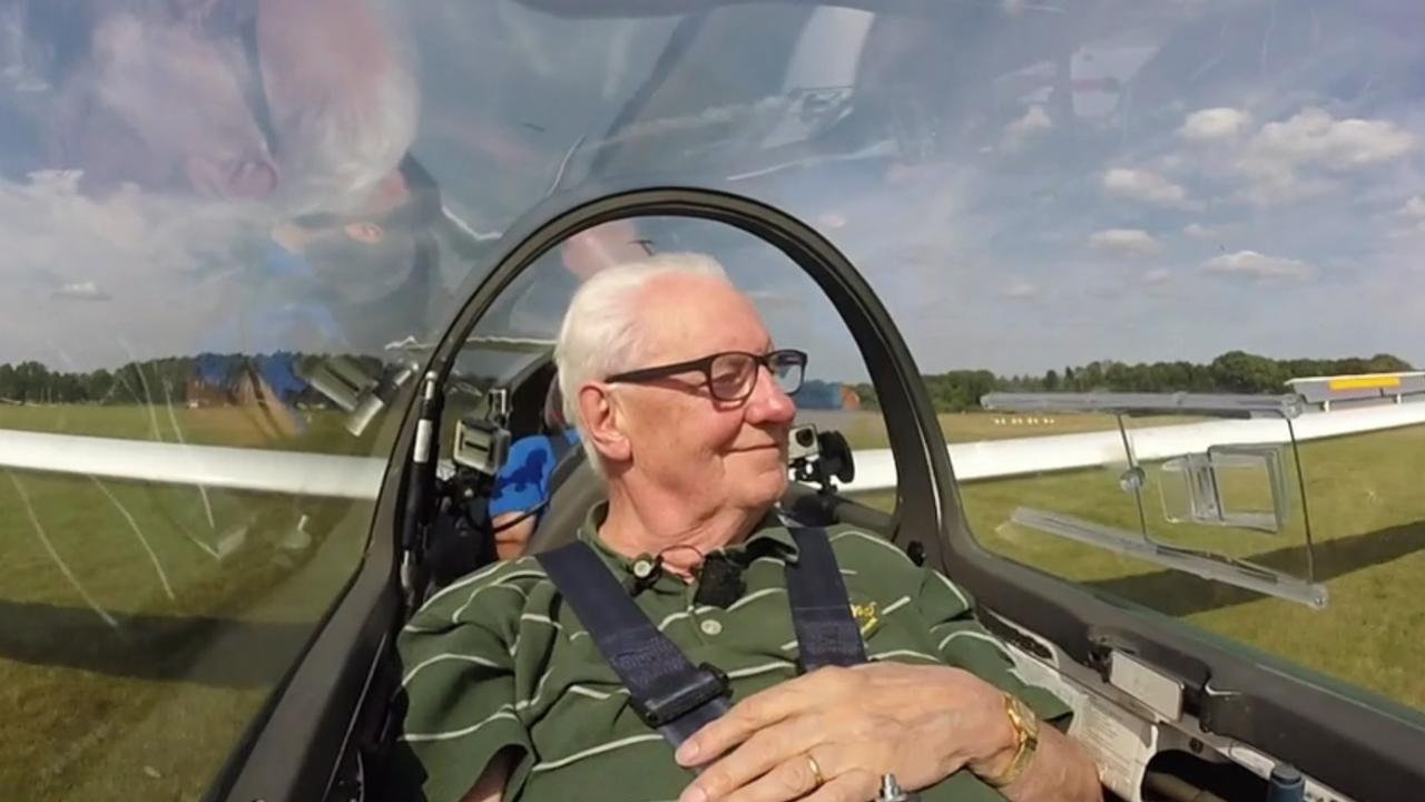 83-jarige Utrechter verzilvert zestig jaar oude tegoedbon voor zweefvlucht