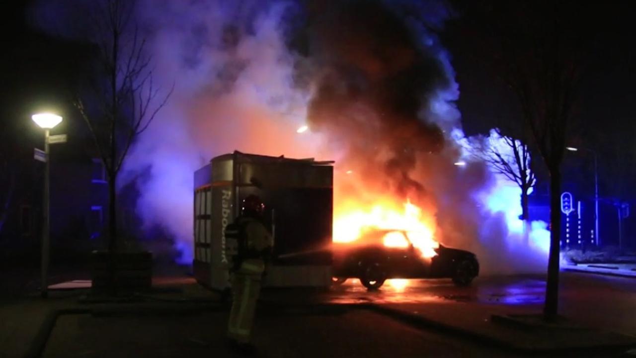 Auto van daders ramkraak in brand gevlogen