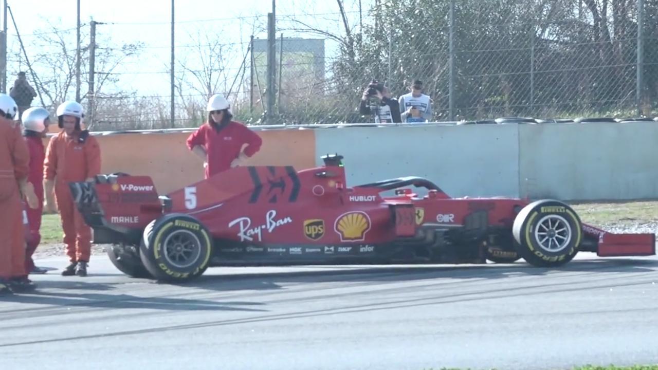 Ferrari van Vettel valt tijdens Formule 1-testdag stil met motorproblemen