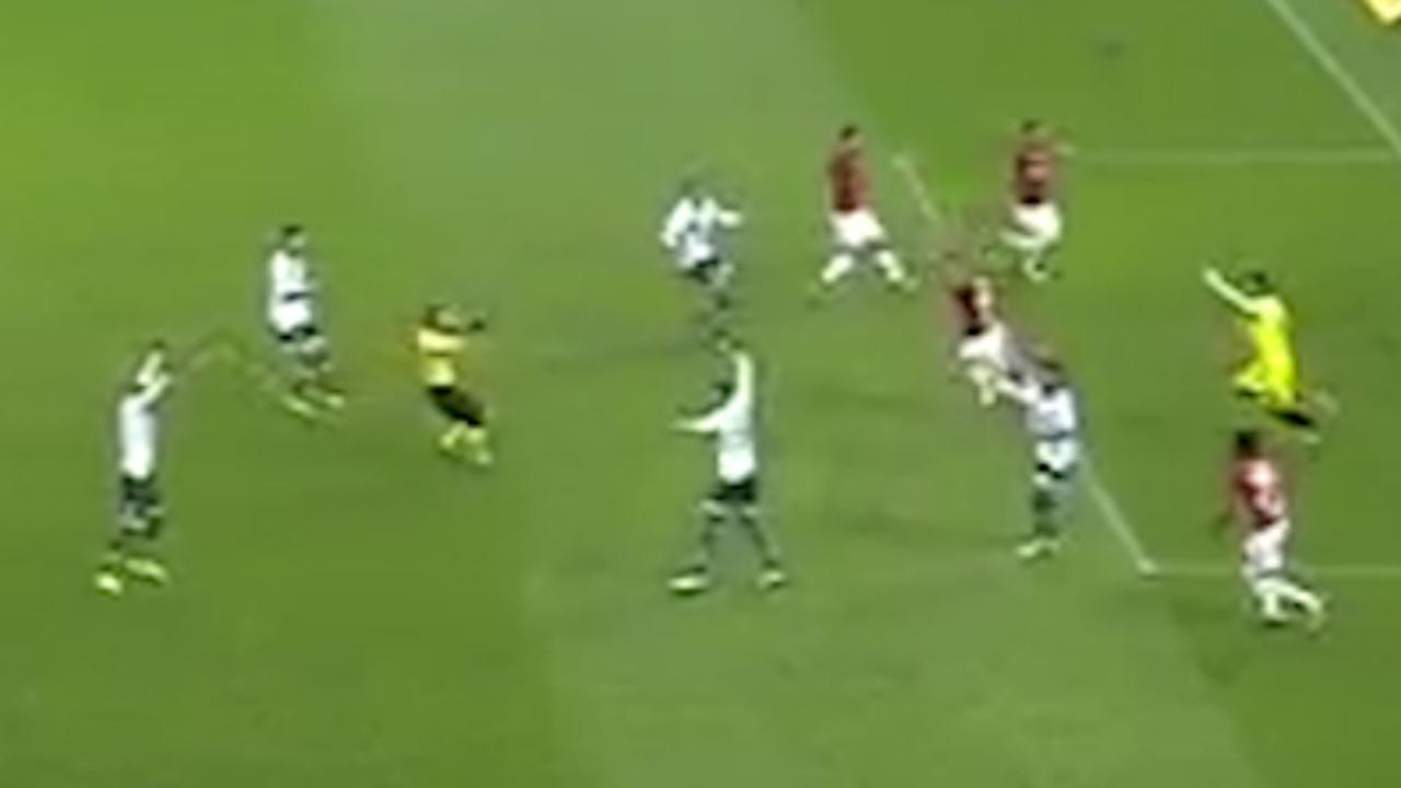 Chaos bij voetbalwedstrijd op Braziliaans tweede niveau om onterechte goal