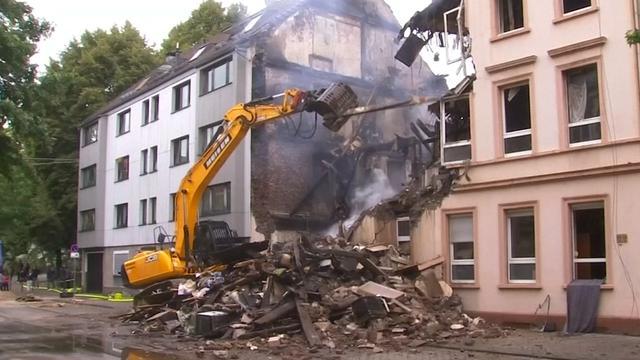 Ravage op straat na explosie in woning Duitsland