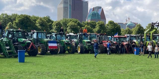 Boeren arriveren op Malieveld voor stikstofprotest, tractoren van A12 gehaald