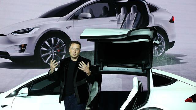 Tesla werkt aan elektrische bus, vrachtwagen en autodeeldienst