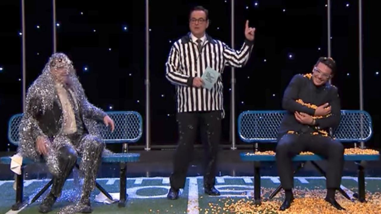 Jimmy Fallon en James Franco bedolven onder smurrie tijdens quiz