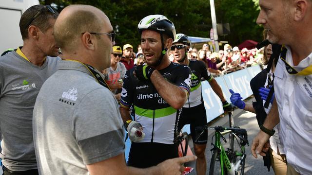 Cavendish uit Tour de France met gebroken schouder