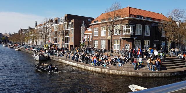 Haarlem grijpt in vanwege drukte langs Spaarne en sluit Damstraat af